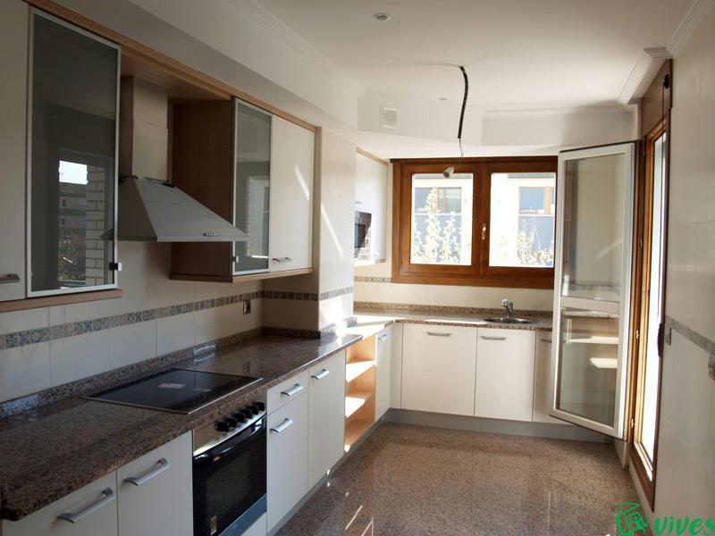Promocin de unifamiliares y pisos en utebo zaragoza for Pisos para living y cocina
