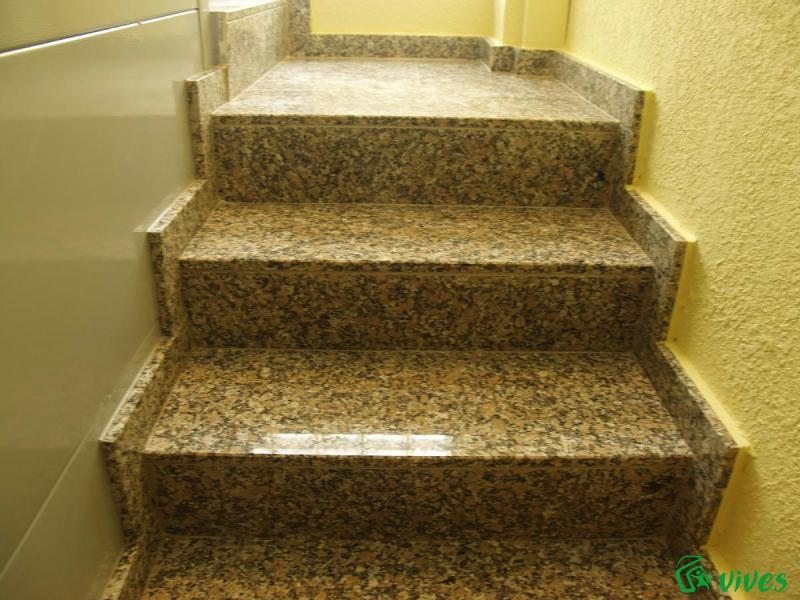 Instalacin de ascensor y rehabilitacin de bloque de pisos for Modelos de granitos para pisos