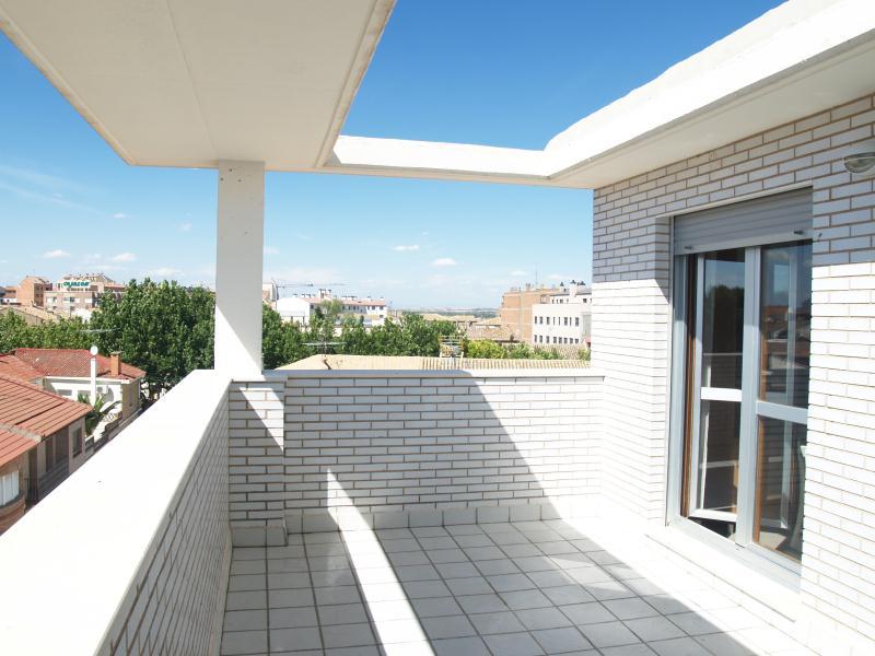Promocin pisos en villanueva de gllego zaragoza for Pisos alquiler reus terraza
