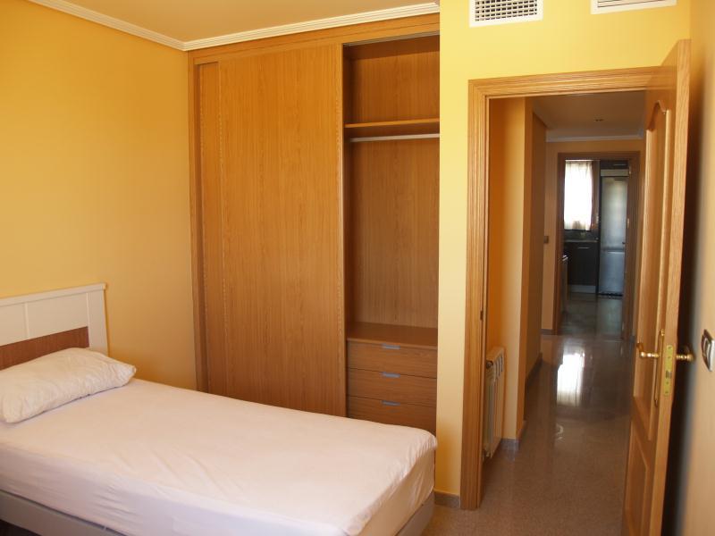 Promocin pisos en villanueva de gllego zaragoza - Dormitorios con armarios empotrados ...