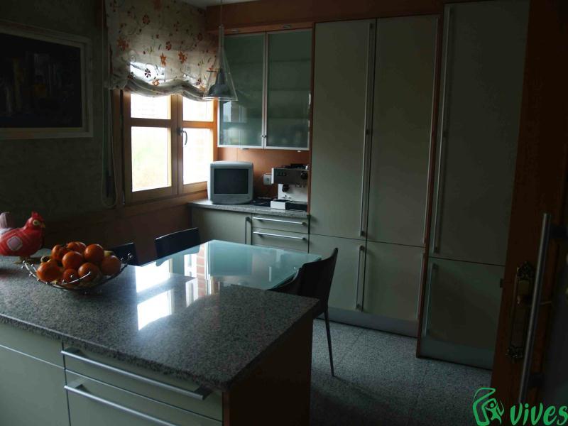 Reforma de cocina en piso situado en zaragoza espacios vives for Pisos para comedor