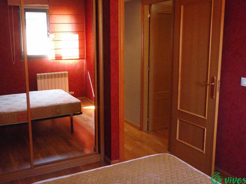 Atico en barrio la paz zaragoza alquilado espacios vives for Dormitorio completo con armario