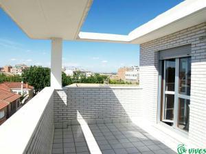 Terraza semicubierta del piso en Villanueva de Gallego en alquiler