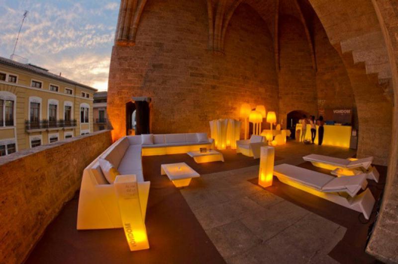 Fiesta benfica de vondom espacios vives for Iluminacion interiores